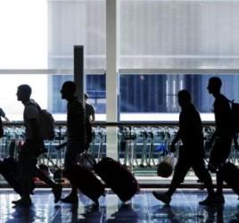 Des jeunes qui quittent leur pays